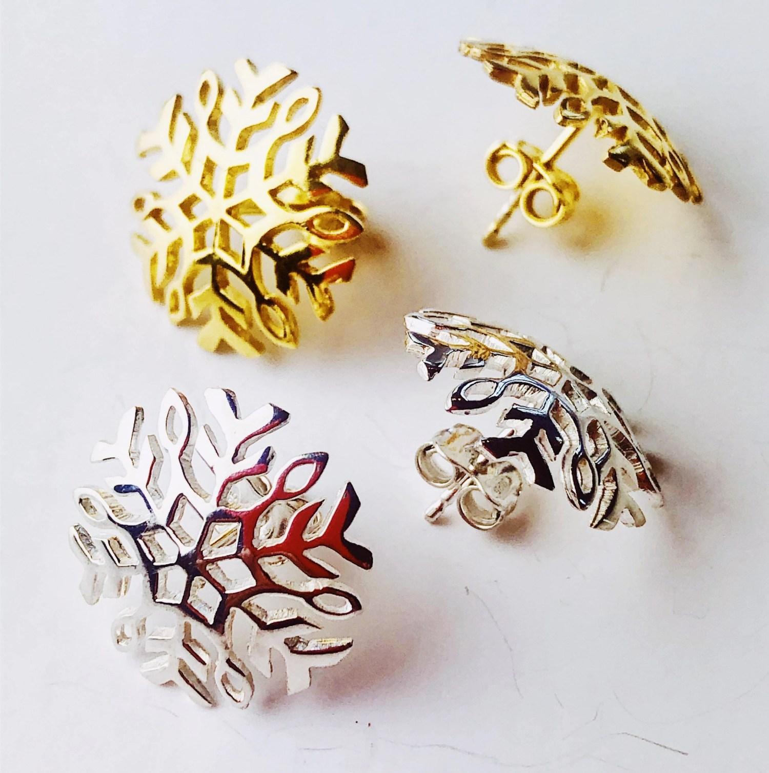 Boucles d'oreille en argent, flocon de neige en argent, bijou d'hiver, souvenir de noel, bijou du nord, reine des neiges.