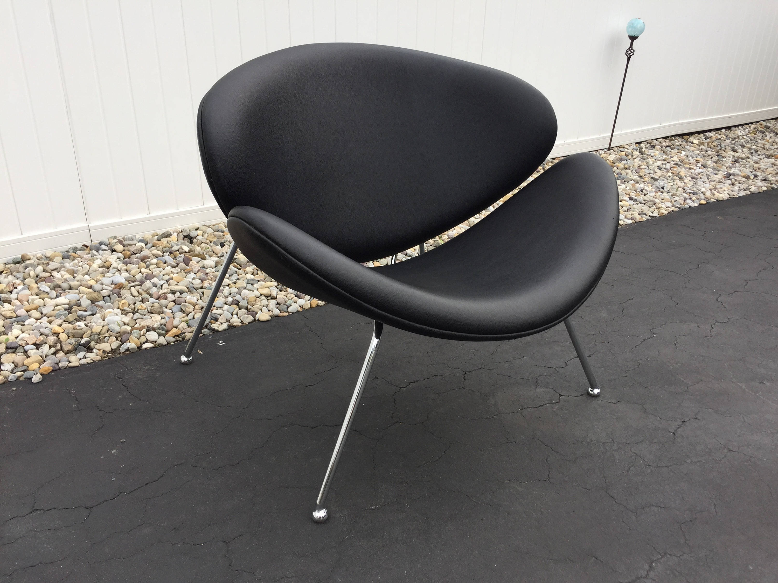 Lip Chair Mid Century Jacobsen Black Vinyl And Chrome Swan Or Lip Chair