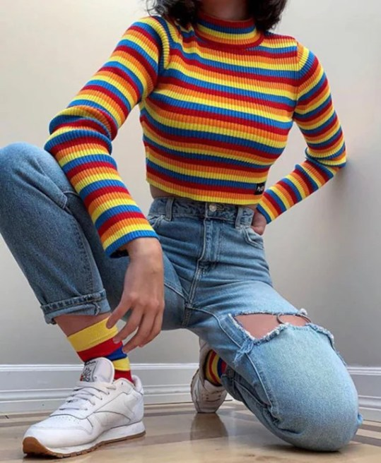 *7 Tops To Wear With Mom Jeans You'll Love