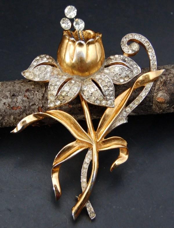 ad5111397 Antique Flower Rhinestone Fan Pin - Year of Clean Water