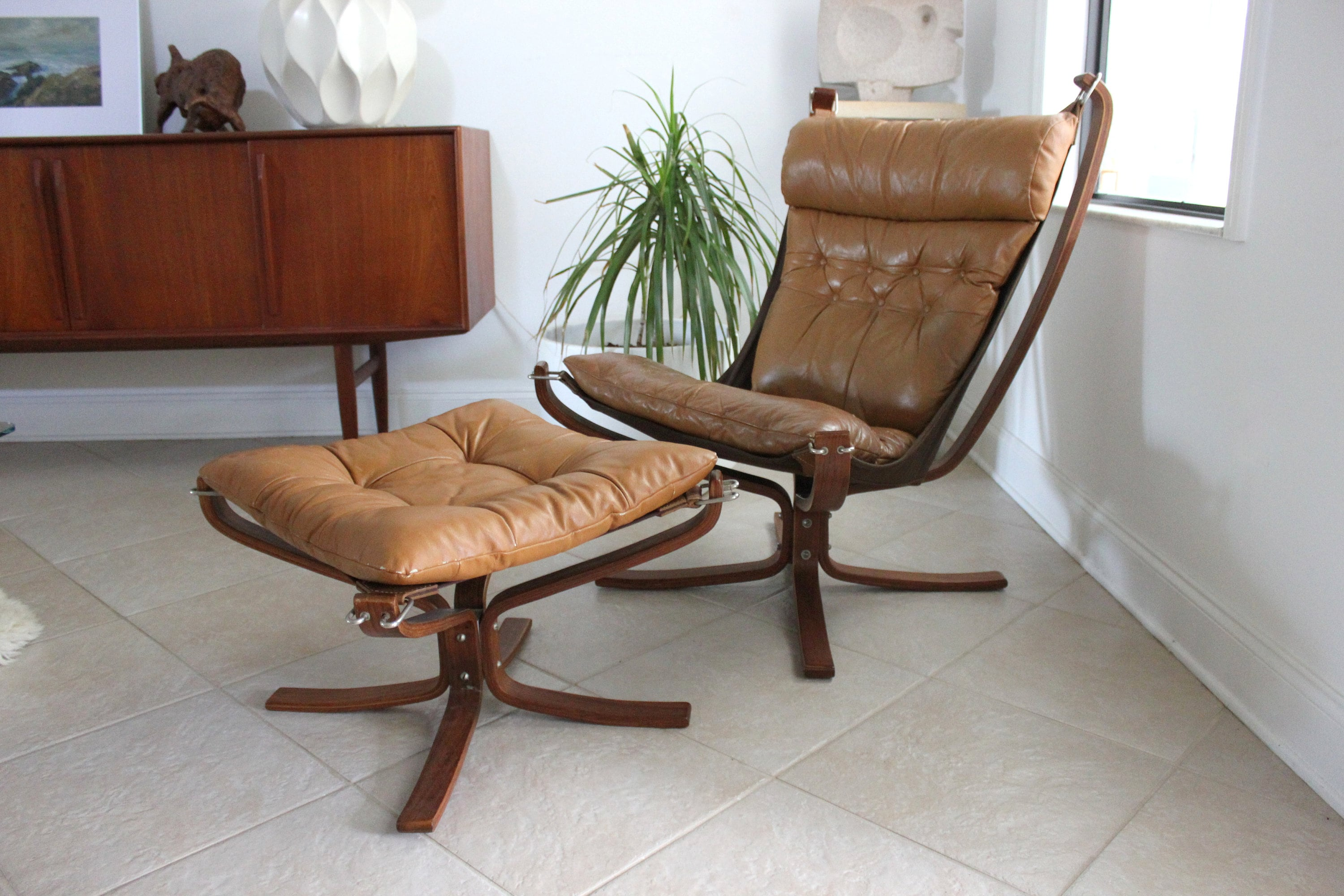 Falcon Chair Mid Century Modern Leather Falcon Chair And Ottoman By Sigurd