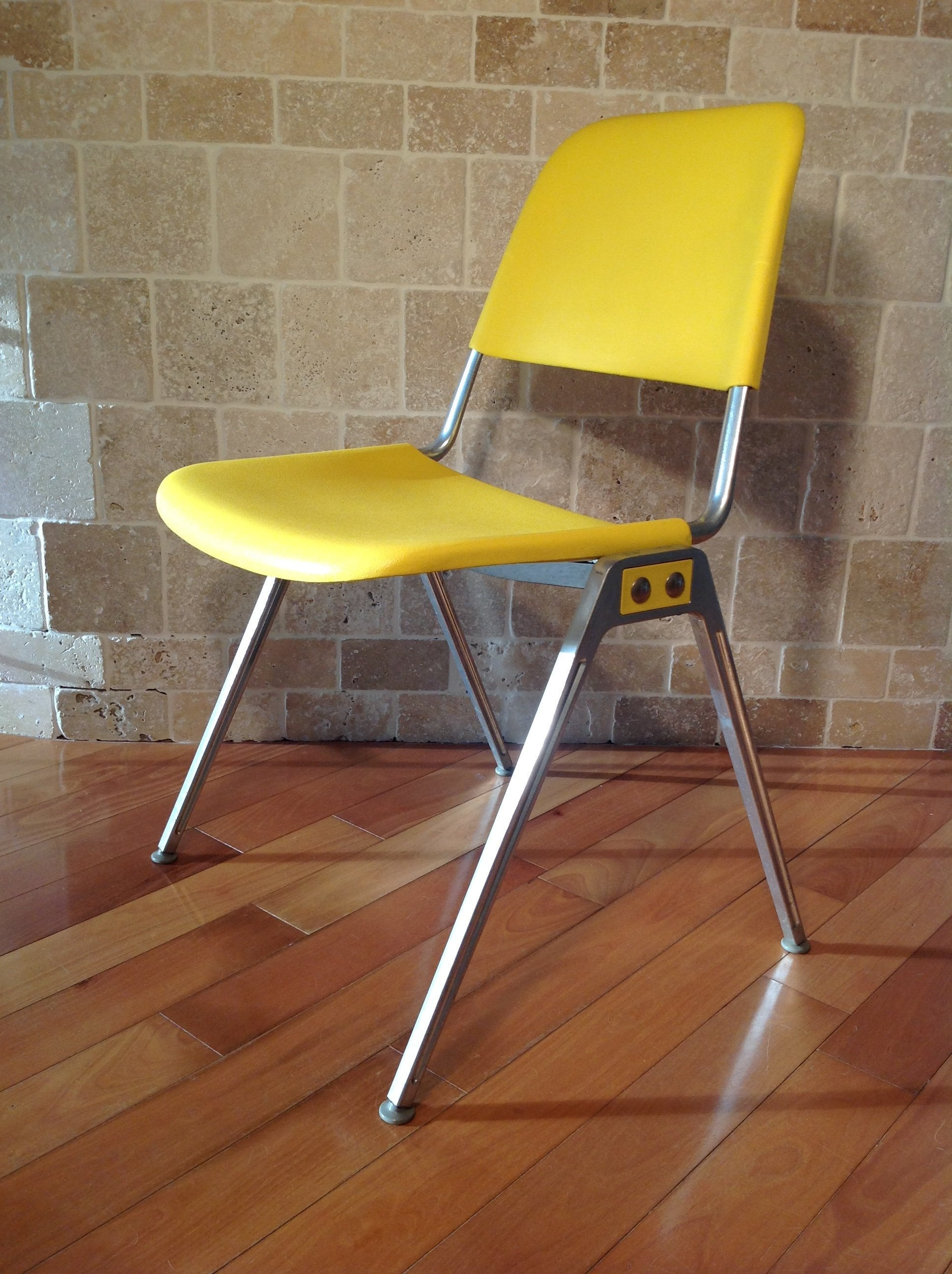 A Pair Of Mid Century Modern Don Albinson For Knoll 1601