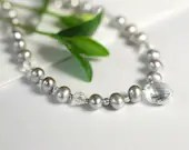 Pearl necklace with rock crystal