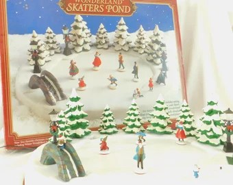 Large Vintage Wonderland Skaters Pond Electric Musical Ice Village For Magnetic Skating Holiday Skater Christmas Decor Display