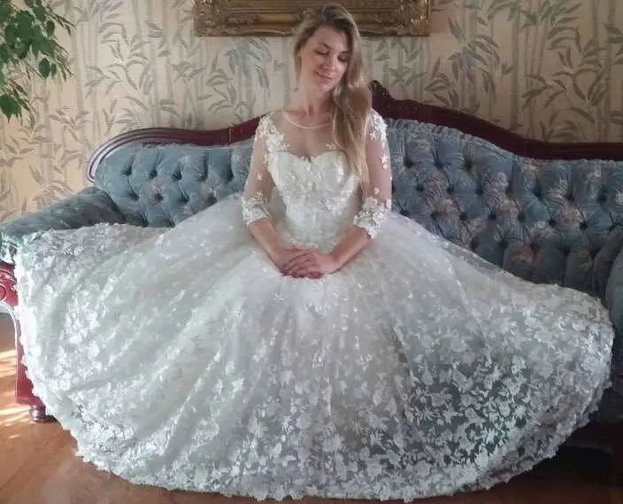 Ivory Princess Style 3D Lace Wedding Gown
