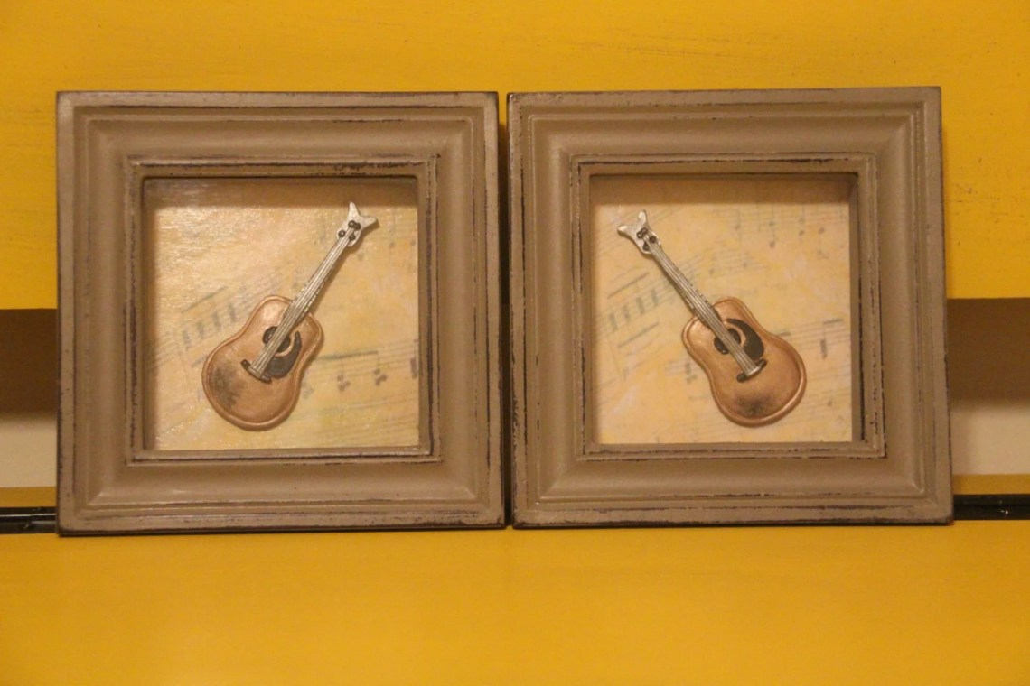 Set of 2 shadow boxes wit...