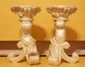 Pearly white candle holder set