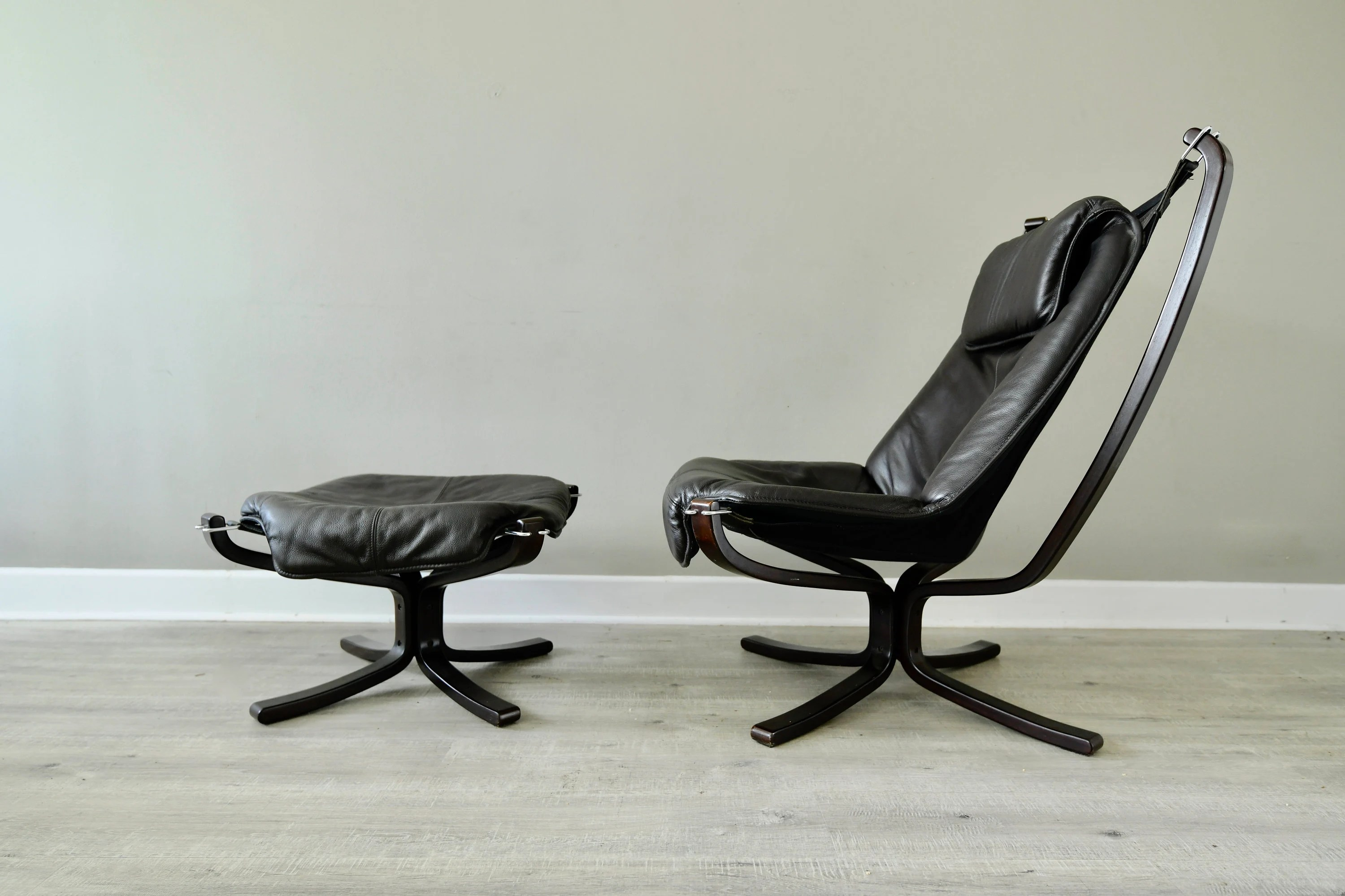 Falcon Chair Sigurd Ressel Falcon High Back Sling Lounge Chair And Ottoman