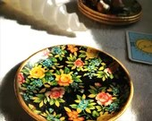 Small flowered dishes (4), under glass (vintage)