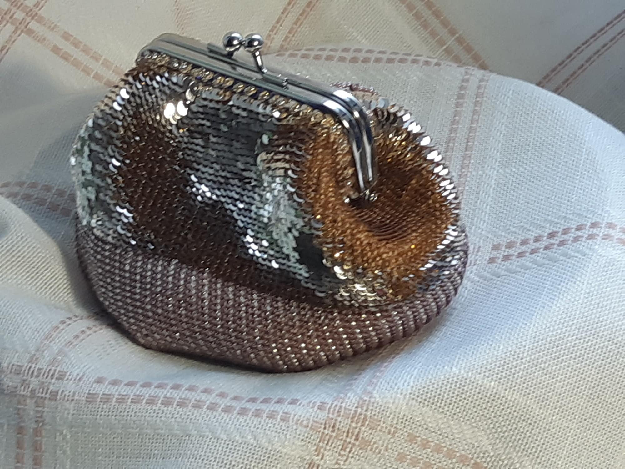 Elegant purse made of sequins and beads image 1