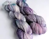 Hand dyed MCN sock yarn, superwash merino/cashmere/nylon 4ply or fingering wool yarn. Variegated 4-ply yarn purple blue pink sock yarn.