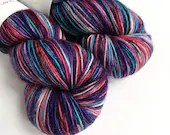 Hand dyed singles superwash merino 4ply/fingering/sock weight yarn. 51st State variegated blue, red & purple on a 1-ply superwash merino