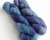 Hand dyed yarn, singles superwash merino 4ply wool yarn, Ultraviolet Haze blues and purples, fingering weight yarn, knitting, crochet wool.
