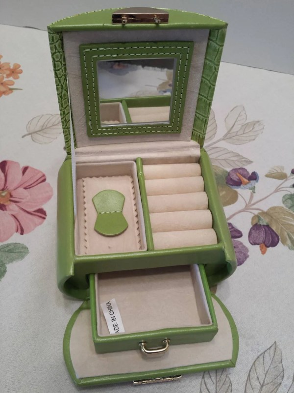 Vintage Portable Travel Jewelry Case Lime Green Faux