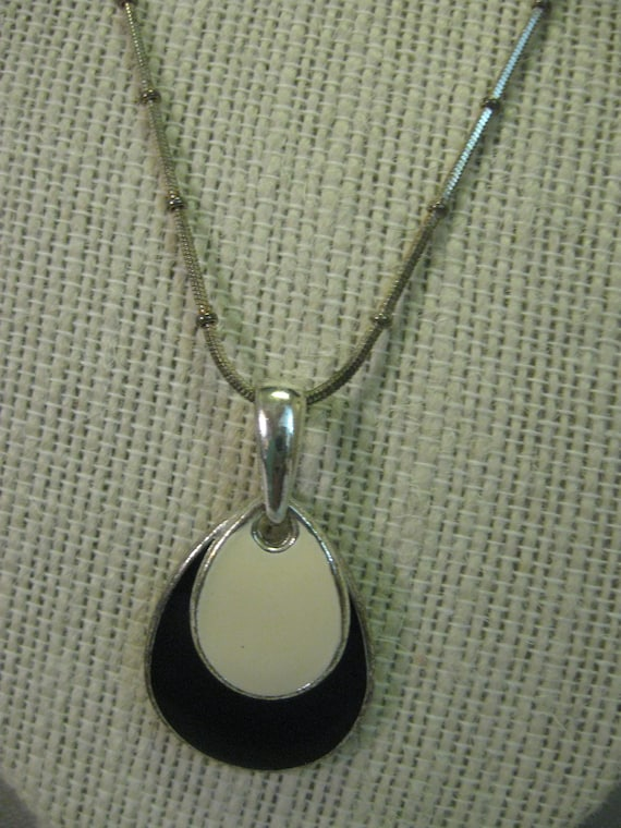 Kc Jewelry Mark : jewelry, Necklace, Silver, Beaded, Chain, Apostrophe, Jewelry