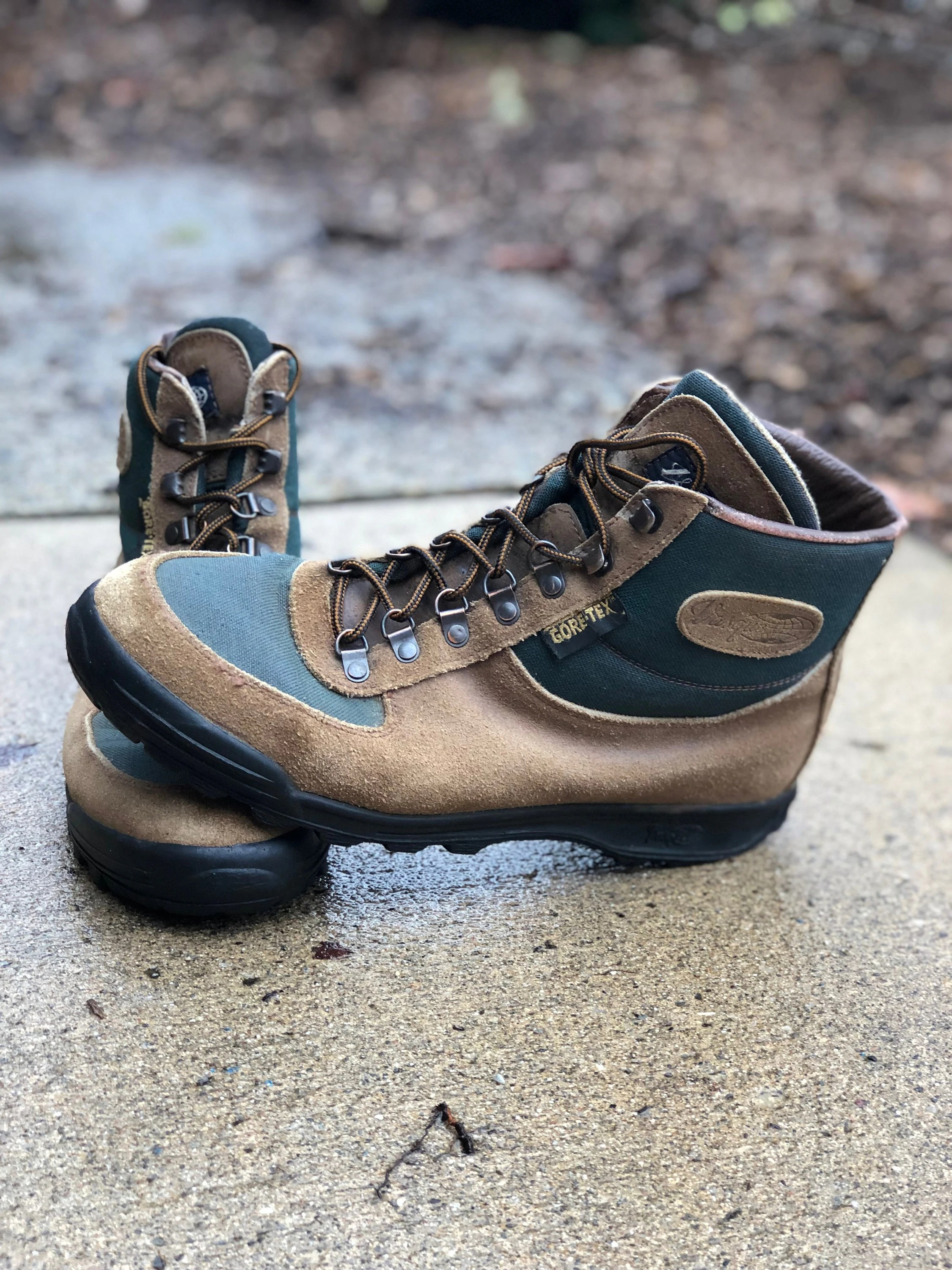 Vasque Retro Boots Vintage Vasque Sundowner Skywalk Gore Tex Hiking Boots Made In Italy In 1992 Size 10 1 2 Mens May Fit Trans Other Genders