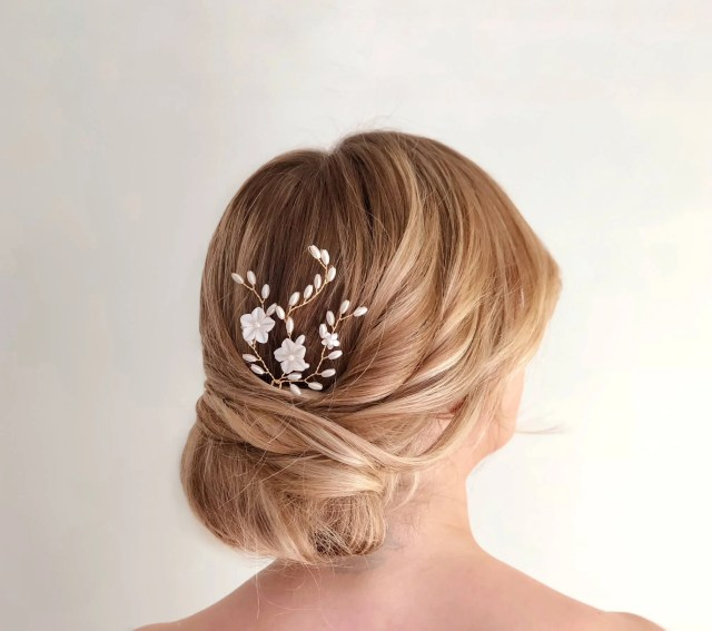 gold pearl hair pin, flower hair pin, wedding hair accessories, mother of pearl bridal headpiece, gold flower hair pins, pearl bridal pin