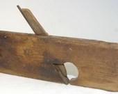 Primitive 1800s antique wood plane Wooden Carpentry Carpenter's Tool An excellent piece!