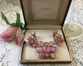 Beautiful Vintage Pink Moonstone Cluster Brooch Pin & Matching Earrings Demi Parure Set 1950s 1960s Signed Rio Cabochon Jewelry from Gimbels
