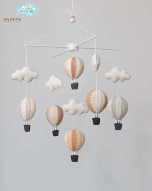 Neutral hot air balloons baby mobile  baby mobile  Monotone image 0