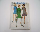 Near Mint 1960s Vintage Simplicity #7246 Shift Dress Pattern - Size 10 - Uncut 1960s Jackie Kennedy Style Dress - Mid Century Modern Style