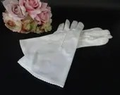 Vintage Wrist Length Off White Van Raalte Gloves with Stitched Edge Detailing a Size 7 in Excellent Vintage Condition - So Pretty!