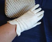 Vintage French Kid Leather Off White Gloves with Elastic Wrist with Stitching Detail - Made in France - Wrist Length - BG-SW-6