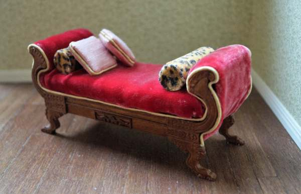 Daybed In Antique Cherry Red Velvet