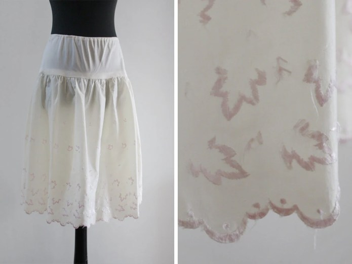 1950s Scalloped Embroider...