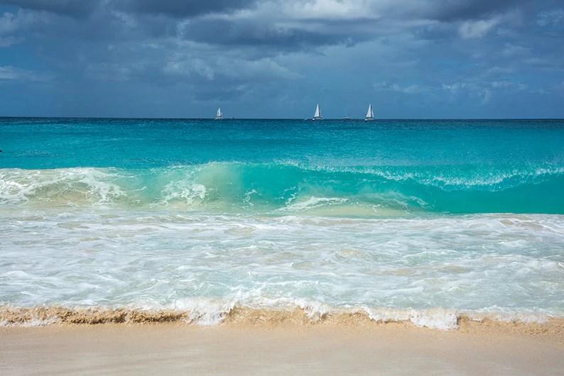 waves and sailboats at