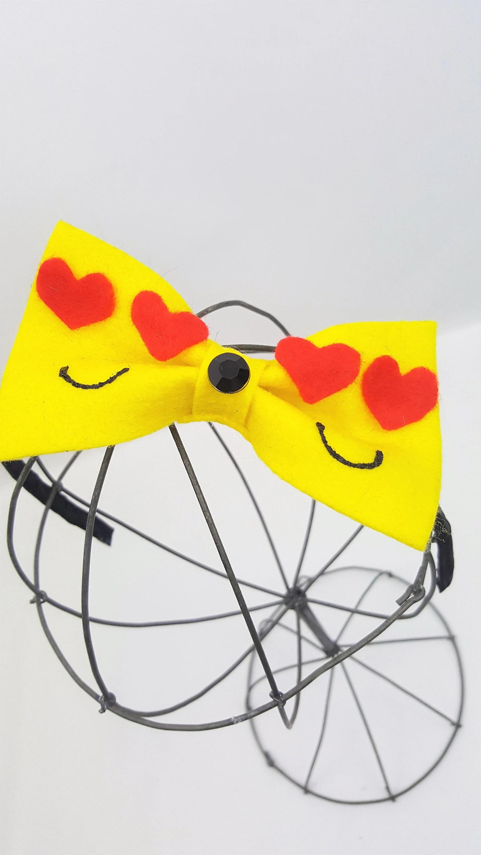 heart eye emoji bow