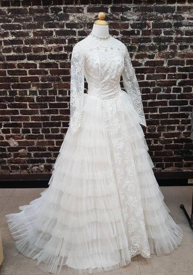 1950s wedding dress tiered