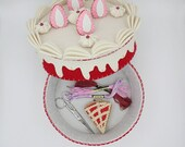 fake strawberry cake, felt box