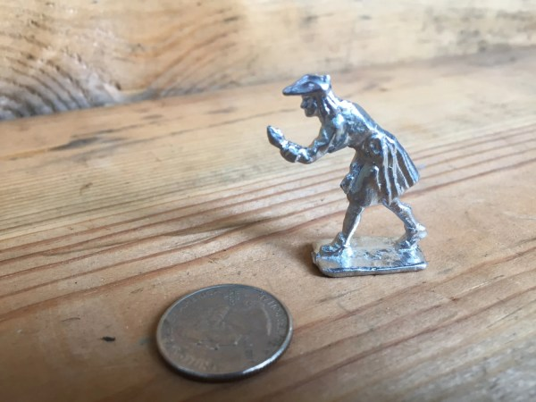18th Century Pewter Toy Soldier Artillery Man Sighting