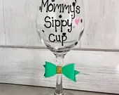 Mommys Sippy Cup - Polkadot and Bows - Personalize this gift for mom with any changes!