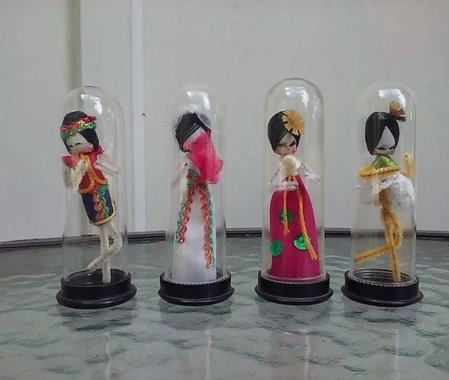 Asian Pipe Cleaner Doll Encapsulated Display Set Of Four Dolls Vintage S Hong Kong