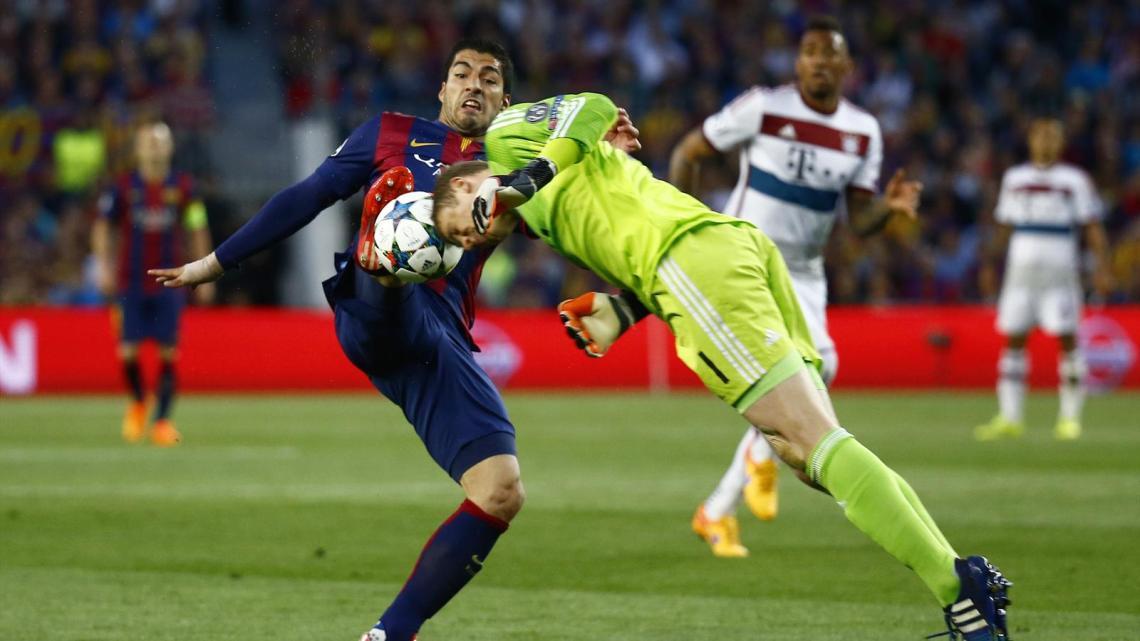 Manuel Neuer face à Luis Suarez (Barça Bayern)