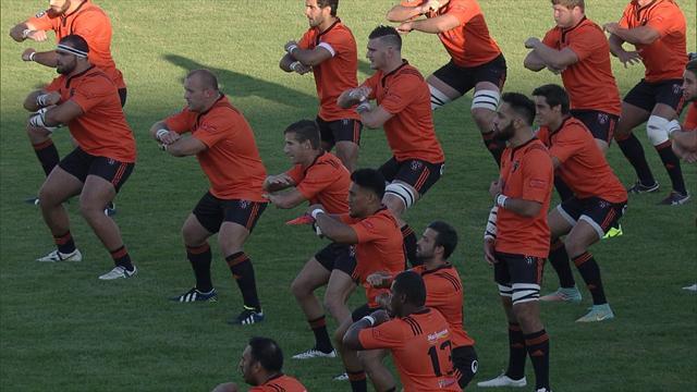 VIDEO  Neuseelands RugbyNationalmannschaft mit HakaTanz