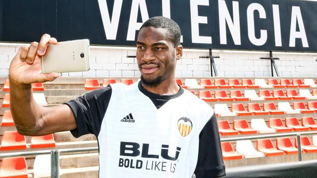 Geoffrey Kondogbia è passato dall'Inter al Valencia nell'attuale sessione di calciomercato | numerosette.eu
