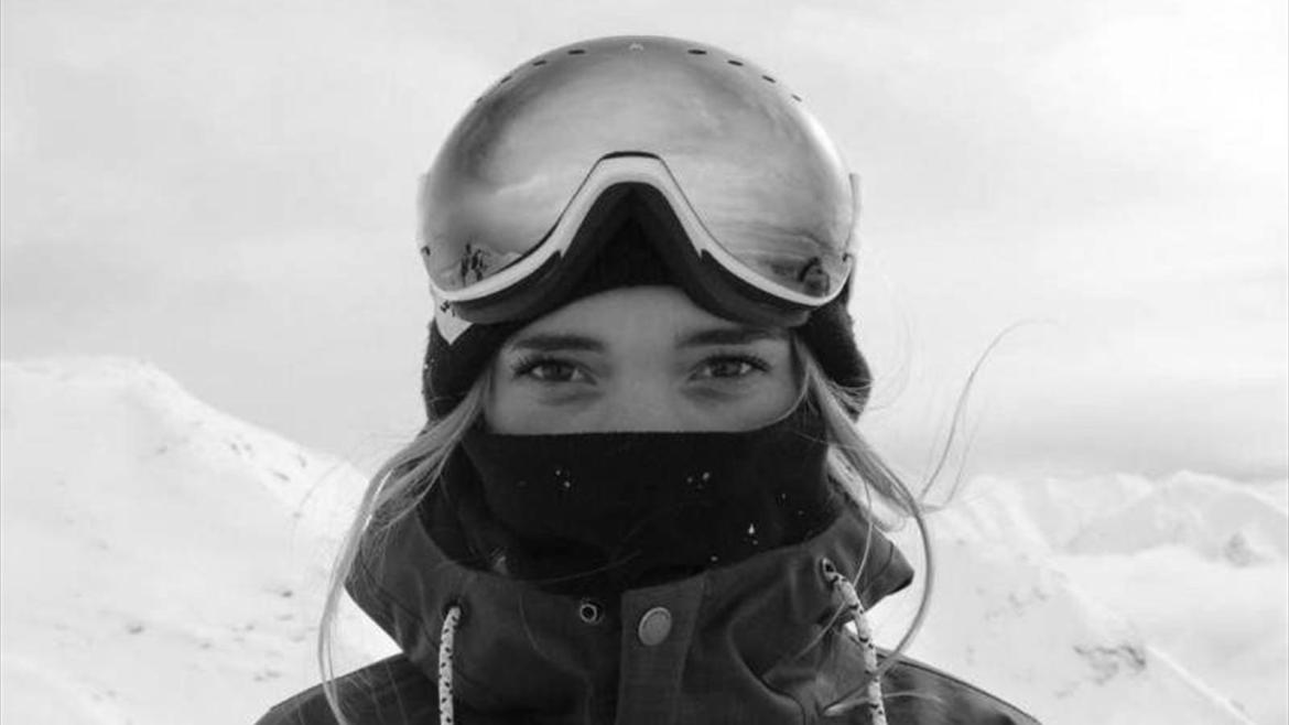 18-year-old British snowboarder Ellie Sutter died on her birthday - Snowboard