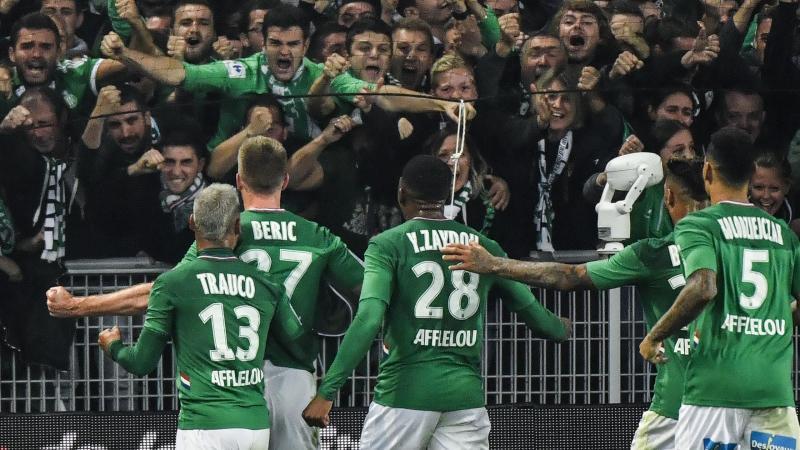 La joie de Geoffroy-Guichard et des Verts après le but libérateur de Beric.