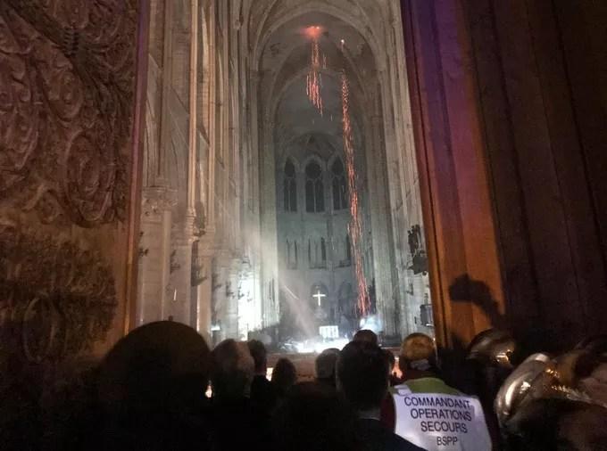 L'intérieur de la cathédrale de Notre-Dame de Paris.