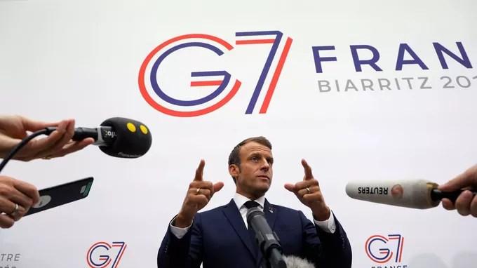 Emmanuel Macron s'adresse aux médias, à Biarritz le dimanche 25 août.