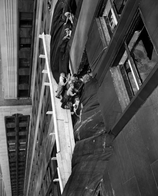 Il 76 Ans. Avion Crase Au Sommet De L Empire State Building