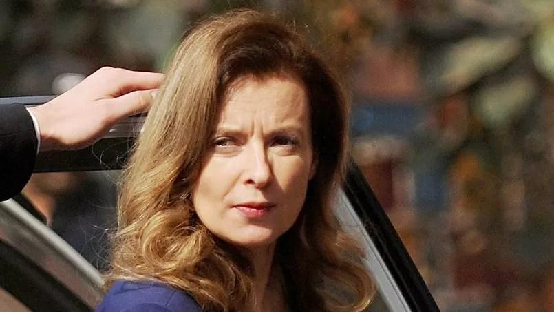 Prise à partie par un client dans un bar à Paris, Valérie Trierweiler n'aurait pas apprécié une question faisant référence à François Hollande.