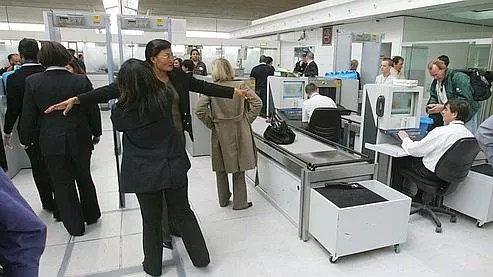 Opérations de contrôle à l'aéroport de Roissy-Charles-de-Gaulle.