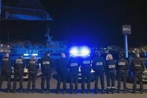À Marseille, une centaine de policiers se sont rassemblés dans la nuit sur le Vieux Port.