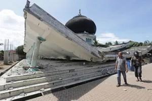 Une mosquée effondrées à Pidie Jaya.