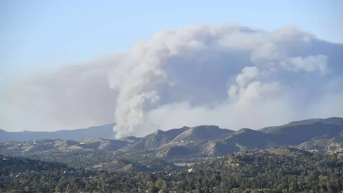 Hill Fire sigue creciendo.