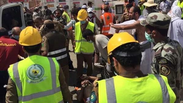 Six équipes des services de secours s'emploient sur le terrain à porter les premiers soins aux blessés.
